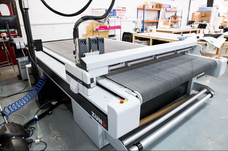 Zund G3 L-3200 Digital Cutter