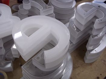 The acrylic letters in preparation