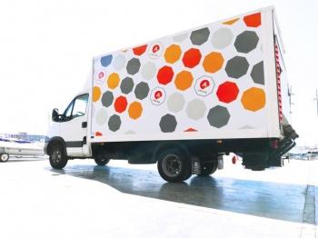 A vehicle with Arlon DPF 4550 vinyl printed graphics