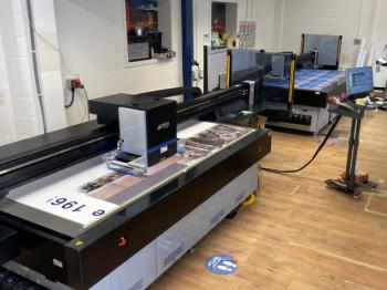 2 Jetrix LXi6 flatbed printers at the premises of Screentec