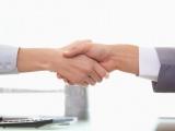 2 hands being shaken to confirm an agreement